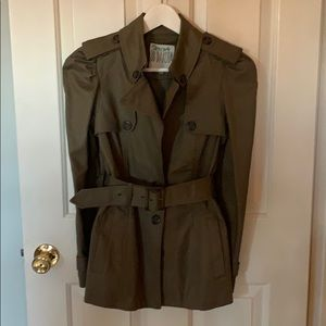 The MOST adorable puff sleeve short trench coat S